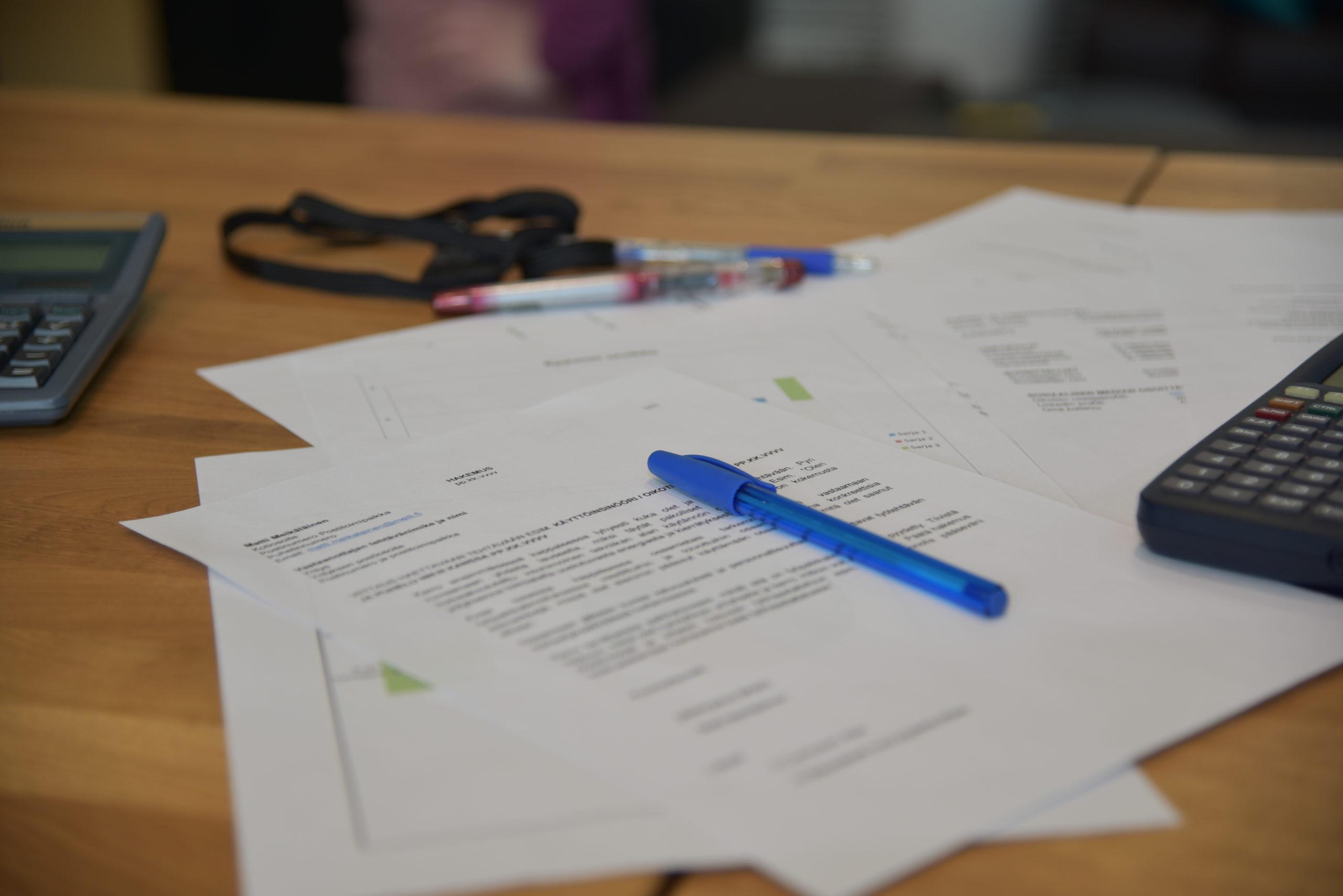 Papereita ja kynä