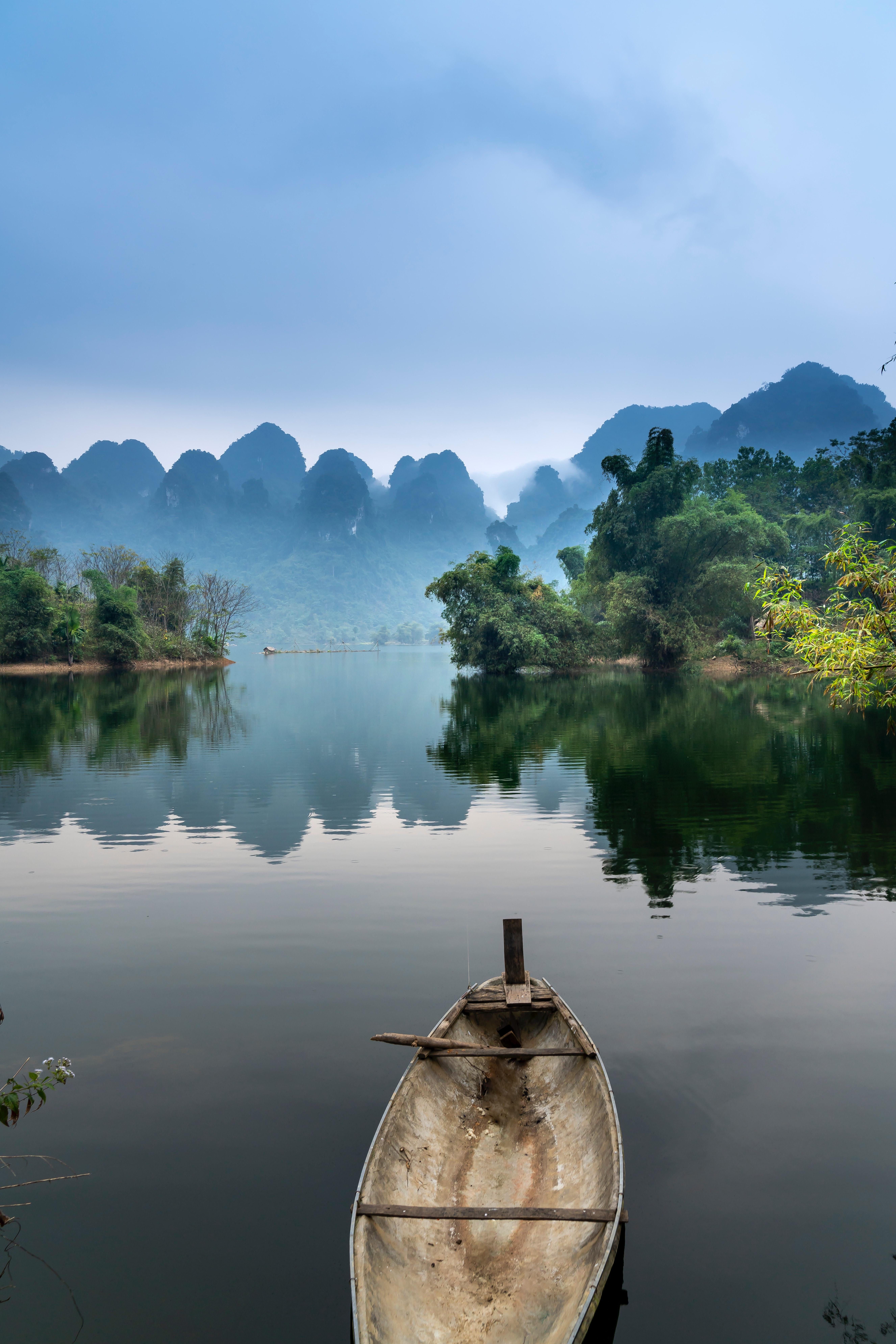 Kanootti järvellä