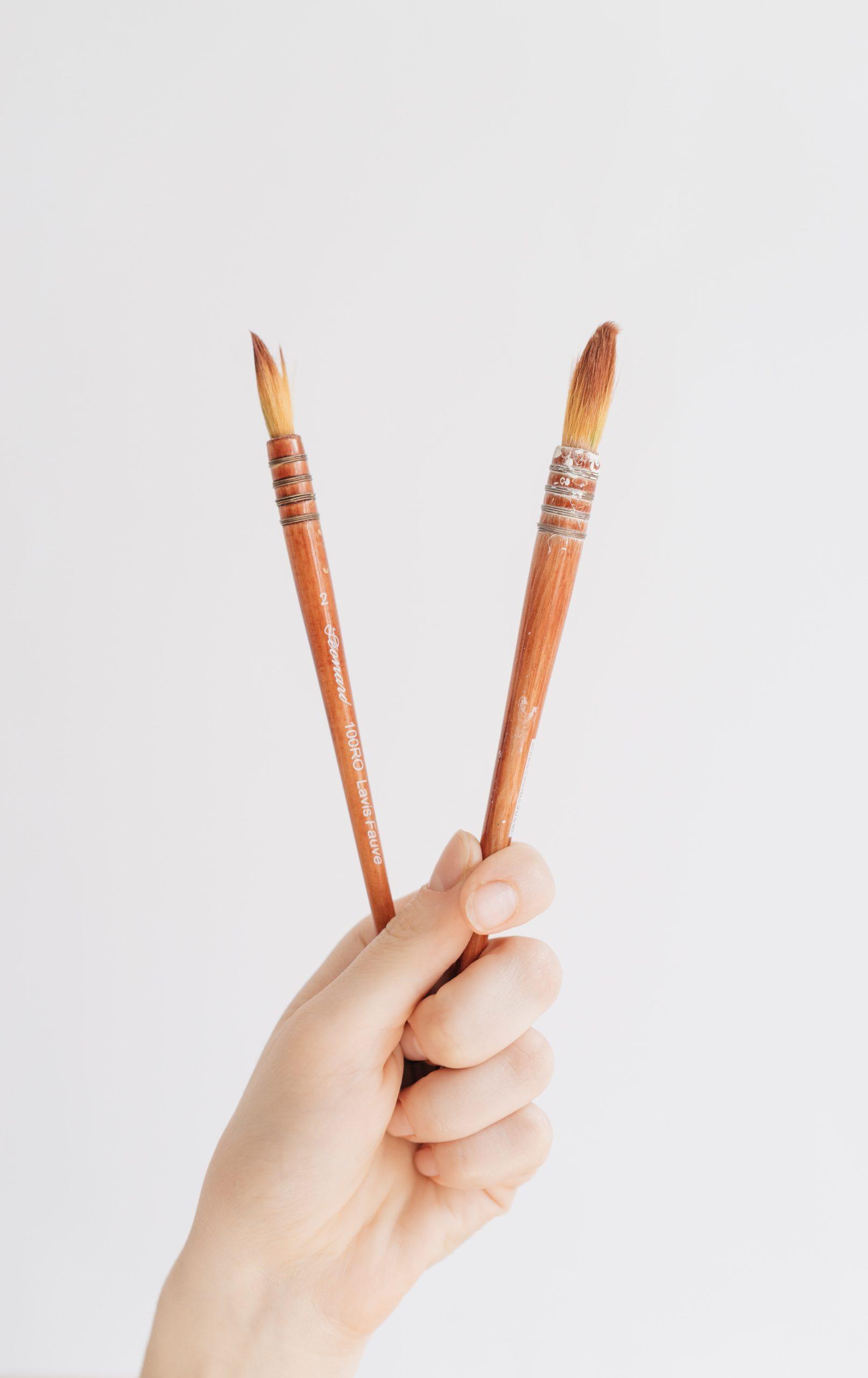 kaksi sormea
